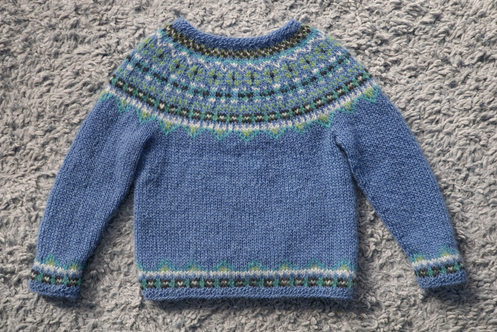 "f6cc7eb1eabc8 Free knitting pattern! ""Fimma"" Icelandic sweater (kids  sizes 4"